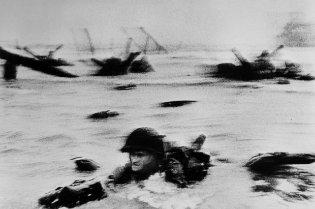 Photo débarquement aliés en Normandie par le photographe Robert Capa